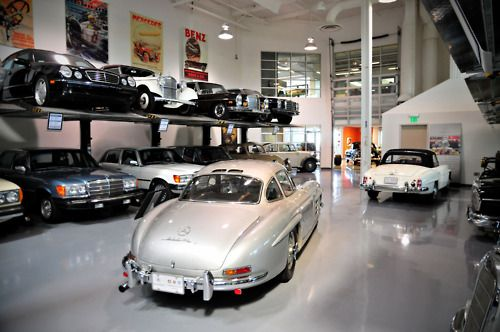 Mercedes dream garage car garage dreams pinterest for Mercedes garage 93