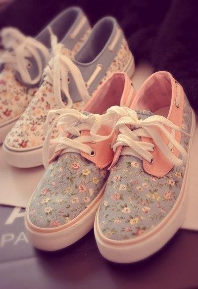 Pretty!! super kawai shoes with floral patterns + pastel colors. #cute #floralpattern