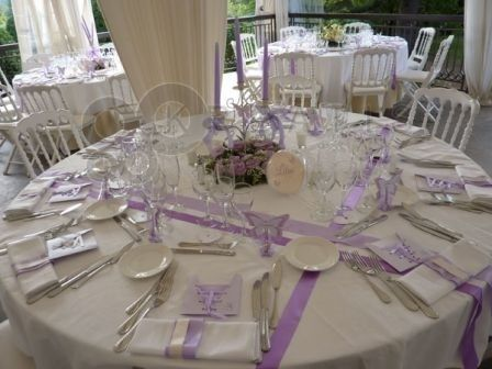 Table ronde chemins de table rubans pinterest mariage et tables - Decoration de la table ...