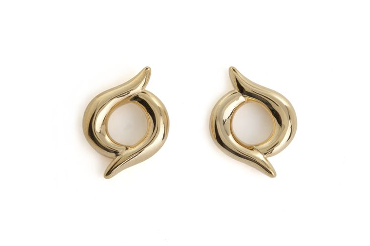 These gold-plated silver studs feature two elegant shapes which unite to create this intriguing piece of jewellery. £210