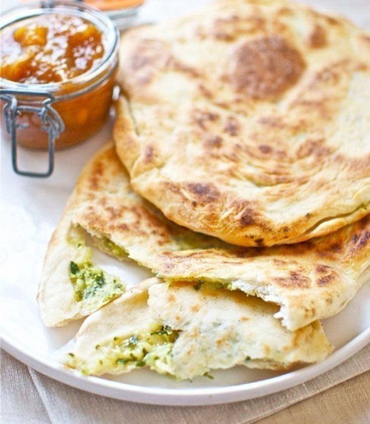 Pan de pita relleno con cebolla, queso y cilantro | Notas | La Bioguía