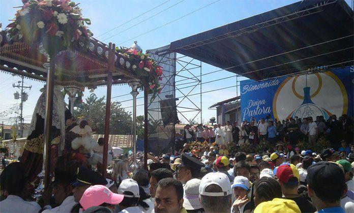Procesion numero 160 de la virgen de La Divina Pastora en la ciudad de Barquismeto Venezuela enero del 2016.
