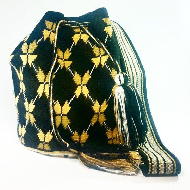 PC-781 Disponible #Mochila #wayuu #eliwayuubags #black #arte #tradición & #color #hechoamano #estilo #hippie #moda #tendencias #adicción #momentos #magia #casual #wayuubags #bolsaswayuu #wayuubolsas #bolsawayuu #Colombia #Usa #Brasil Info: Whatsapp 3006388348 Envíos nacionales e intenacionales