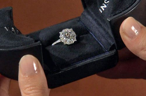 Serena's engagement ring for Season 6. Saw this and literally my heart skipped a beat...officially dream wedding ring! Like a round/princess cut combo. UGH. <3
