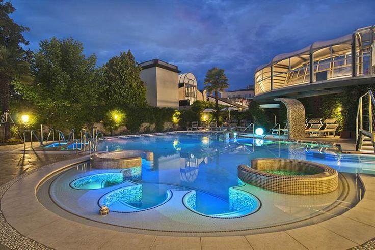 Benessere e relax vi aspettano all'Hotel Formentin, hotel 3 stelle di Abano Terme, dotato di piscine termali, Centro termale e di Centro benessere ed estetico interno.