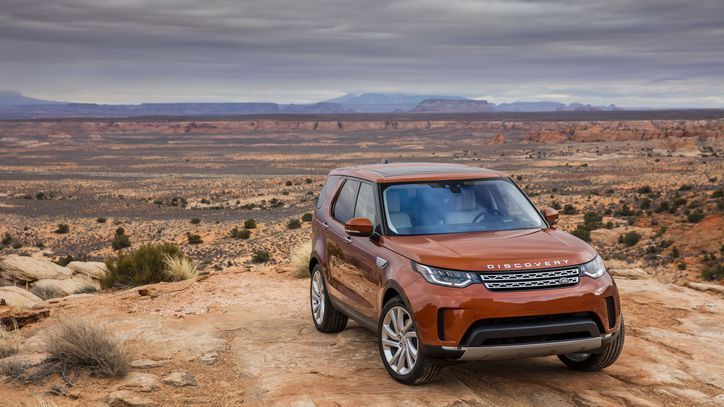 Awesome Land Rover 2017: Taking a spin in the 2017 Land Rover Discovery Td6 diesel     - Roadshow A new D... Check more at http://24cars.top/2017/land-rover-2017-taking-a-spin-in-the-2017-land-rover-discovery-td6-diesel-roadshow-a-new-d/