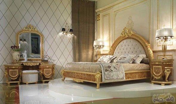 غرف نوم كلاسيك باللون الذهبي لمزيد من الفخامة المنزلية King Bedroom Furniture Bed In Living Room Classic Bedroom