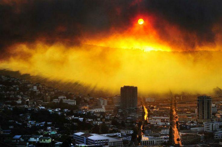El incendio en Valparaíso dejó hasta ahora un saldo de cuatro víctimas fatales. Foto: AFP