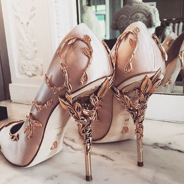 Are you ready for the CUP season? Definitely need a pair of killer heels like this @ralphandrusso. ❤️❤️❤️❤️ #melbournecup #derbyday #melbournecupfashion