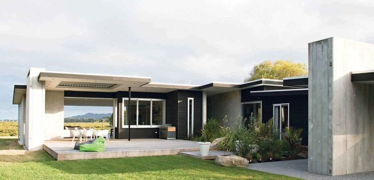 Whangamata house. Architecture by Diana Blake. ZINCALUME® roof by Steel and Tube.