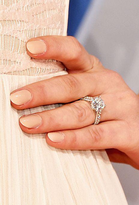 Hannah Davis' enormous vintage-inspired engagement ring from Derek Jeter