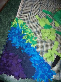 Mamcatbluequilts show how to make a rag rug from t shirt scraps. Bet it would work for fabric scraps, too. Add it to my project list