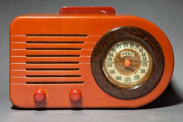 FADA Bullet Radio no. 189 in Catalin plastic