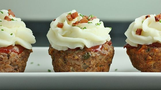 Leuk recept voor een feestje, gehaktbrood cupcakes met een topping van aardappelpuree