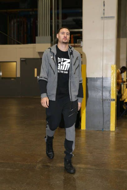 Klay Thompson of the Golden State Warriors arrives before the game against the New Orleans Pelicans on December 4 2017 at Smoothie King Center in New...