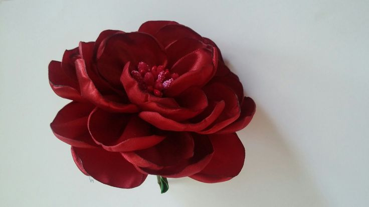 Мастер класс: пышная роза из лент/How to make a rose out of satin ribbon...