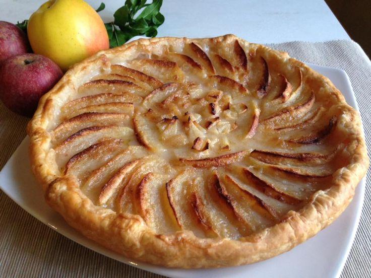 Apfelwähe, veloce da preparare, leggera e poco dolce, ideale per la merenda o con una bella tazza di te fumante.
