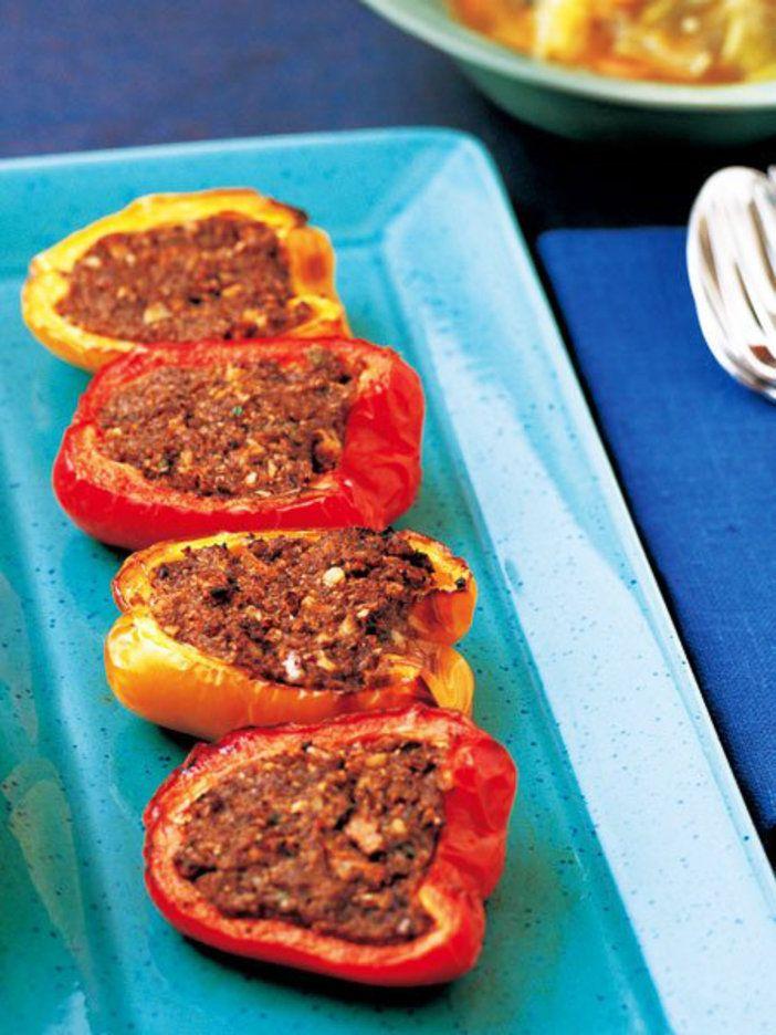 パプリカに、きのこ、くるみ、麩やハーブを詰めてグリル。味のまとめ役のスパイスが深みを与えてくれる。|『ELLE gourmet(エル・グルメ)』はおしゃれで簡単なレシピが満載!