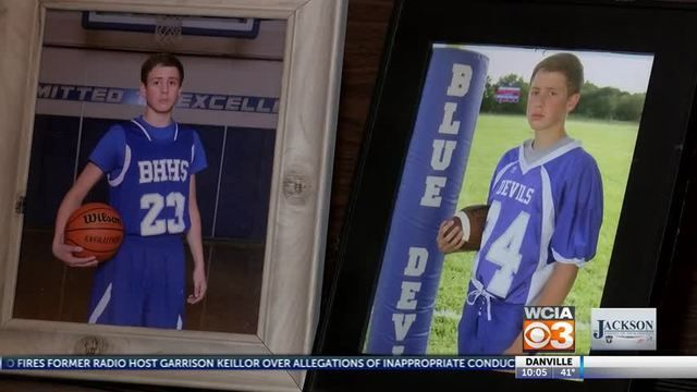 ALVIN, Ill. (WCIA) -- Thousands of people are rallying around a teenager with a degenerative brain disease.