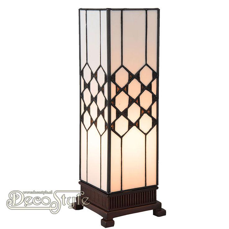 Tiffany Windlicht Theron Small  Een bijzonder mooi windlicht. Helemaal met de hand gemaakt van echt Tiffanyglas. Dit originele glas zorgt voor de warme uitstraling. De voet is vervaardigd van brons. Met 1x kleine fitting (E14). Met schakelaar in het lichtnetsnoer. Afmetingen: Hoogte: 36 cm Breedte: 12,5 cm Diepte: 12,5 cm