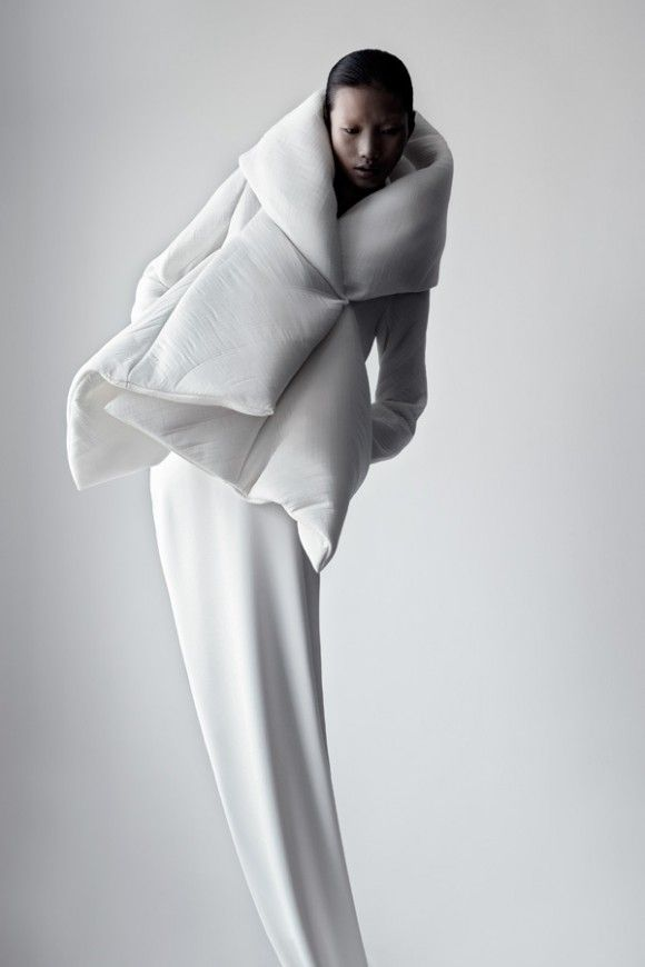 * Qui Hao  né en 1978 à Taicang (Chine).  Après des études de design, il se lance dans le stylisme