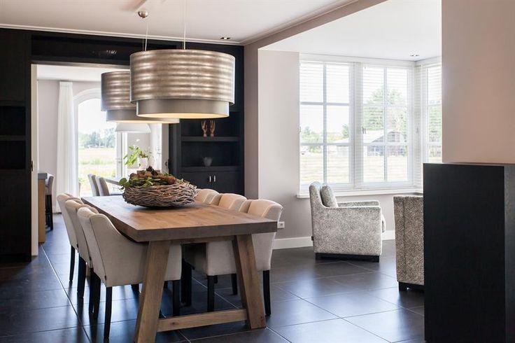 25 beste idee n over eigentijdse woonkamers op pinterest grote woonkamers donkere bekleding - Eigentijdse eetkamer decoratie ...