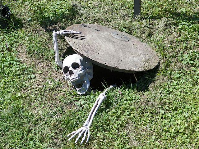 Halloween outdoor prop
