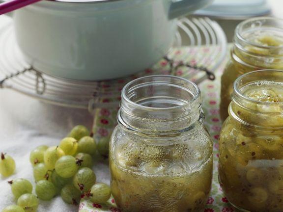 Ob rot oder grün – hier finden Sie viele leckere und gesunde Rezepte für Stachelbeermarmelade zum Selbermachen!