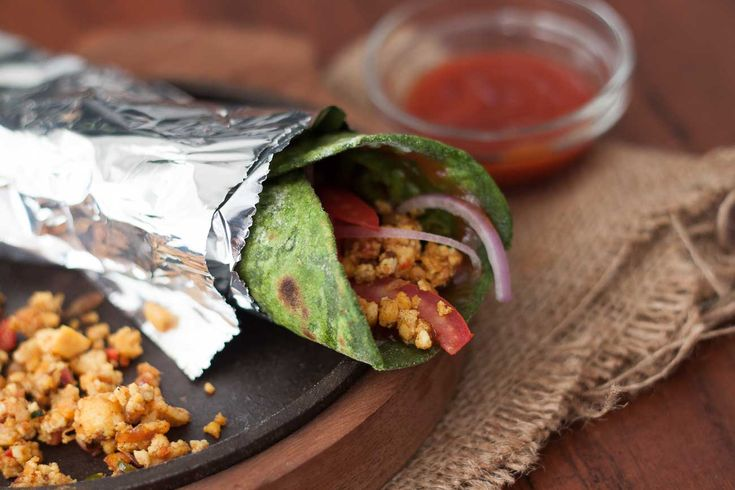 Make your sunday dinner simple and easy with our high protein Spinach wrap that is rolled in a delicious paneer bhurji along with a drizzle of the mustard and tomato sauces. Give it a try and let us know how you like it.  Recipe Link --> http://ift.tt/2eU9605 #Vegetarian #Recipes