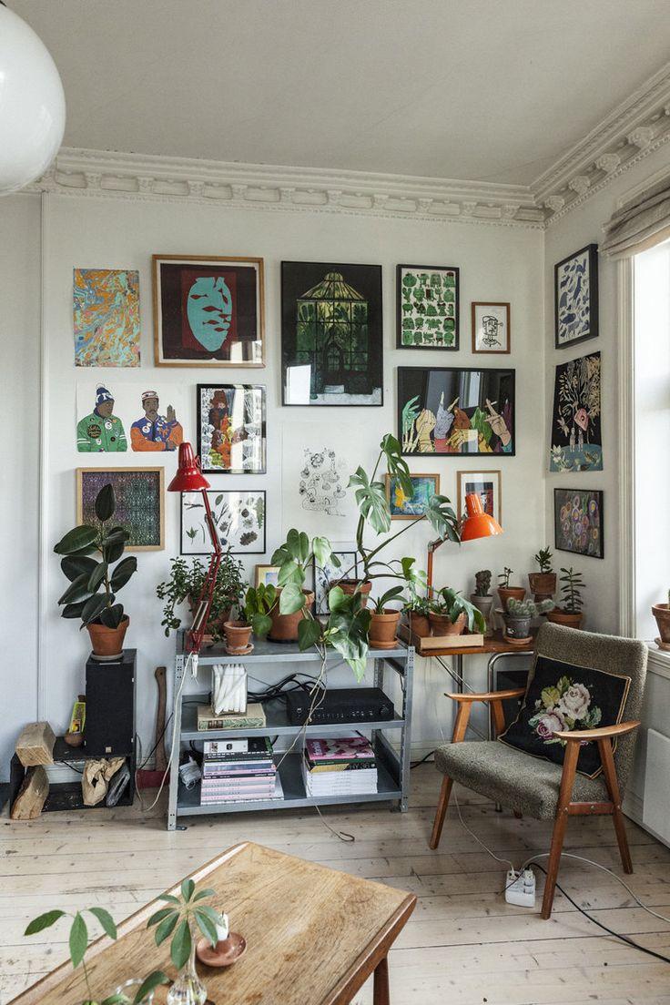 Art wall and plants | Håkon og Sunniva har gjort om leiligheten sin til en utst…