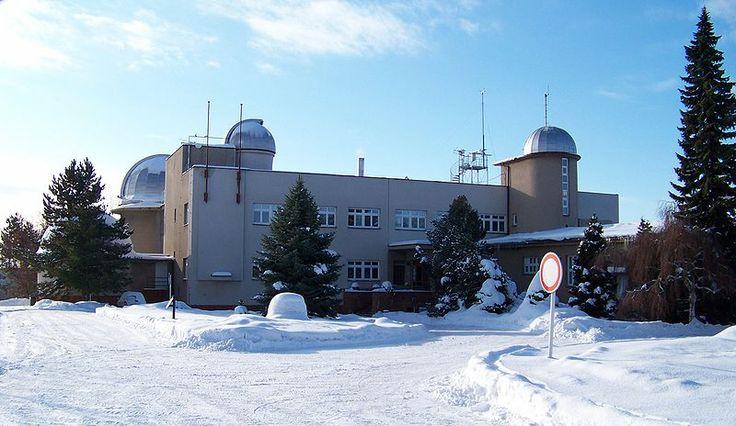 File:Hvězdárna a planetárium Hradec Králové.jpg