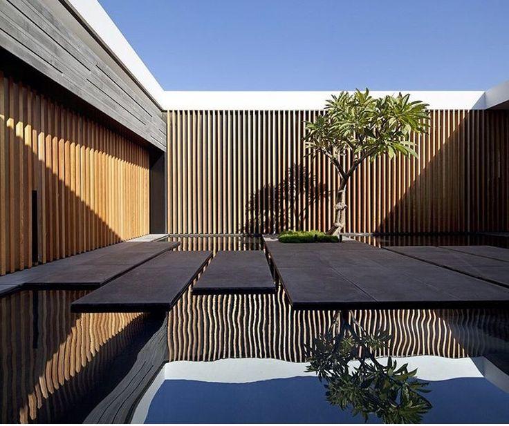 Float house by pitsou kerem architects