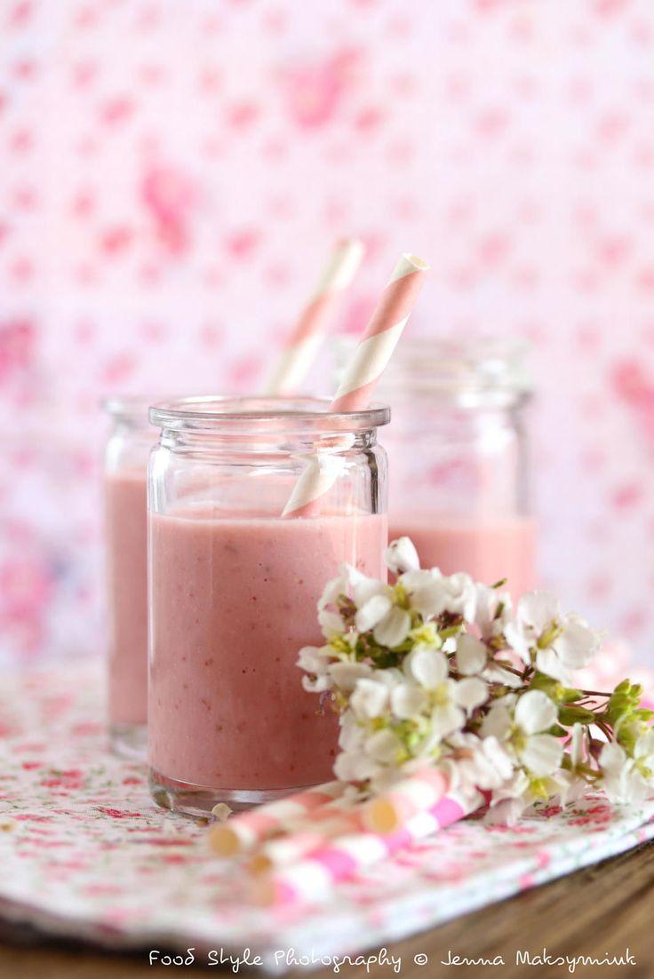 Découvrez la recette Smoothie fraise, lait d'amande et graines de lin sur cuisineactuelle.fr.
