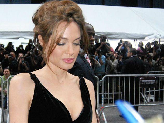 Анджелина Джоли собирается усыновить ещё одного малыша / Шоубиз