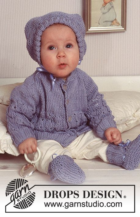 Knitted DROPS Jacket, hat and socks in Muskat. Free pattern by DROPS Design.