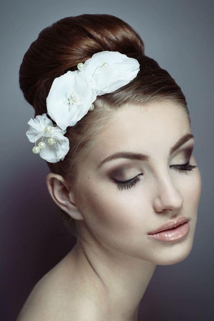 Wedding make-up.                      Photo: Wiktoria Szadkowska.     Models: Iza Rudzińska