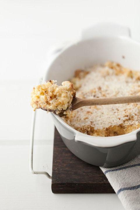 Cheddar Cauliflower Gratin with Roasted Garlic | http://naturallyella.com