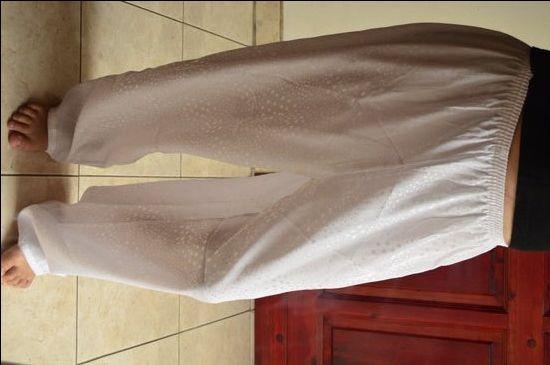 Fehér selyem pöttyös pizsama nadrág