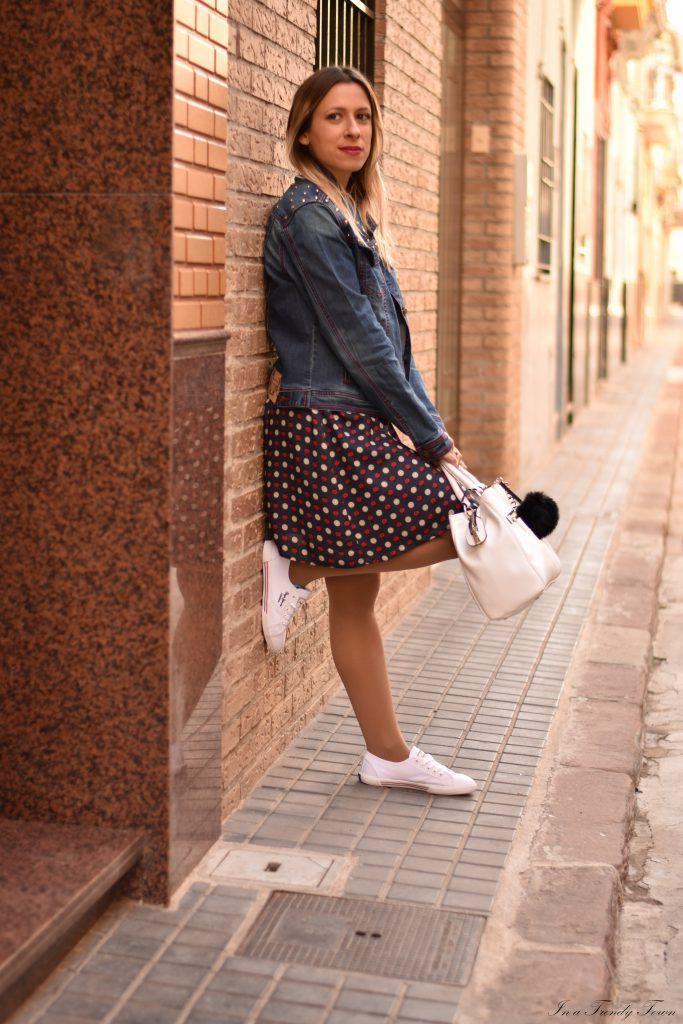 Outfit: Ladybirds by Teresa Casinos - In a trendy town | Blog de moda | Castellón #fetishpantyhose #pantyhosefetish #legs #heels #blogger #stiletto #pantyhose #tan #sporty