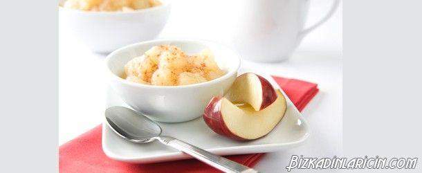 Elma Sosu Nasıl Yapılır? Resimli Anlatım - http://www.bizkadinlaricin.com/elma-sosu-nasil-yapilir-resimli-anlatim.html  Elma tatlı yapımında kullanılabilecek ideal meyvelerdendir. Elma sosu nasıl yapılır? resimli anlatım makalemizde bu sosun yapılışını anlattık. Malzemeler 1 elma su Limon suyu tuz Şeker (isteğe bağlı) Tarçın (isteğe bağlı) Esmer şeker (isteğe bağlı) Yapılışı Elmaları yıkayın, kabuklarını soyun ve içinden çekirdekler