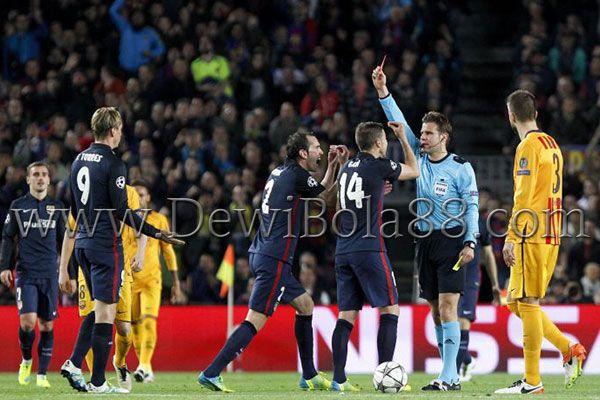 Fernando Torres memprotes atas kartu merah yang didapatnya  #dewibet #dewibola88 #agenjudionline #bettingonline #sportbook #casino #bolatangkas #togel #sabungayam #kartucapsa #poker #dominoqq #ceme #slotgames #agenjuditerpercaya #agenterpercaya