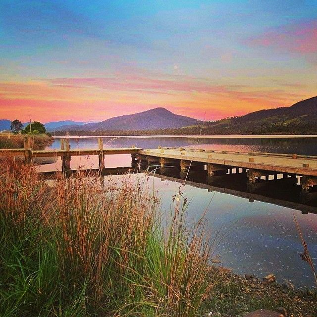 Moonrise and sunset on the Huon River in Tasmania's southern Town of Franklin. #franklin #tasmania #discovertasmania #sunset Image Credit: thisismylife_tasmania
