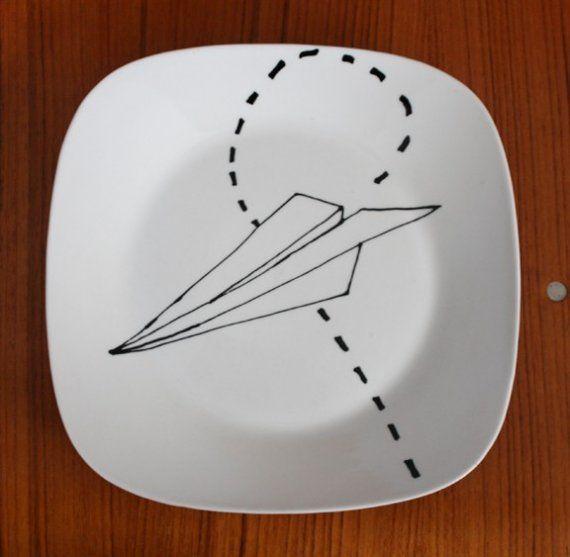set paper air plane plates messages planes and paper. Black Bedroom Furniture Sets. Home Design Ideas