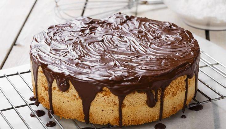 Βασιλόπιτα –κέικ με άρωμα λεμόνι και γλάσο σοκολάτας | Επάγγελμα Γυναίκα
