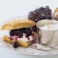 Heidelbeer-Mandel-Shortcakes mit Crème Fraîche
