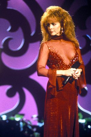 Shocking Moments In Country Music: Reba's Red Dress #Reba #CountryMusic #RedDress