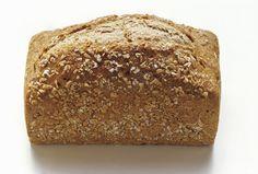 Voglio condividere con voi questa ricetta di pane integrale fatto con la macchina (io possiedo una Moulinex UNO) pensando che, come me, vogliate raggiungere il massimo risultato  ed ottenere un pane fragrante e morbido (si mantiene così per 4/5 giorni  conservato in un sacchetto di stoffa) proprio come l'ho sfornato io  stamattina dopo svariati esperimenti…
