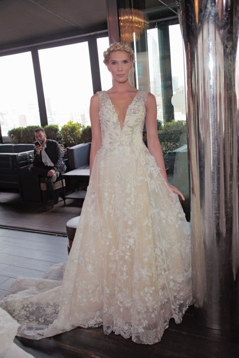 Gli abiti da sposa floreali più belli avvistati sulle passerelle