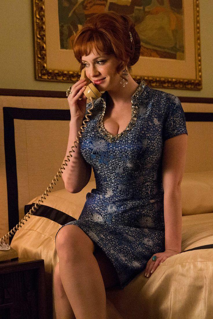 Joan Harris (Christina Hendricks) in Mad Men season 7