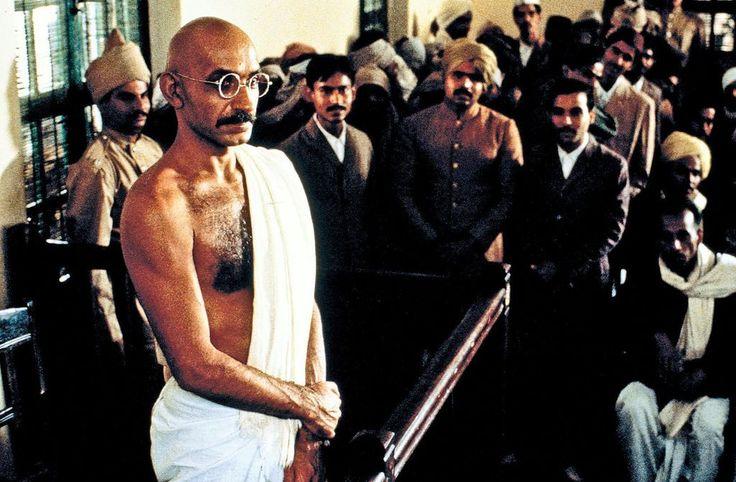 """""""Gandhi"""" (1982): Der Welterfolg über den indischen Freiheitskämpfer Mahatma Gandhi wird mit acht Oscars geehrt. Zwei dieser Auszeichnungen gehen an Attenborough für die beste Regie und als Produzent in der Kategorie Bester Film. Mehr auf: http://www.nachrichten.at/nachrichten/kultur/Richard-Attenborough-mit-90-gestorben;art16,1479196 (Bild: ORF)"""